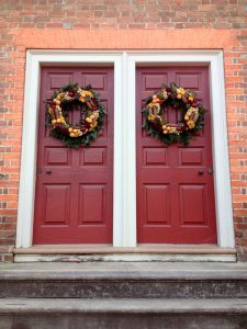 Easy Tips to Warm Your Home's Welcome for the Holiday Season
